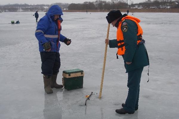 Спасатели вышли в «ледяные» рейды по Смоленскому району