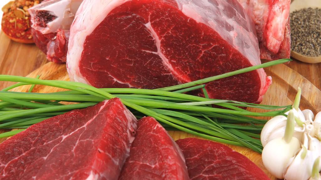 В Смоленской области в декабре дорожала говядина и дешевела свинина