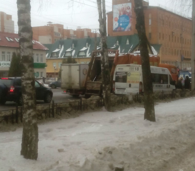 В Смоленске произошло ДТП с участием маршрутки