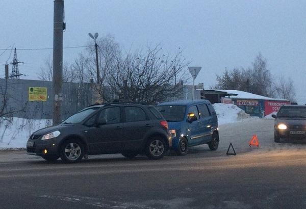 В Смоленске Киселевка встала в пробку из-за ДТП
