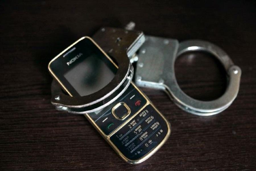 Смолянин «стащил» у таксиста дорогой телефон