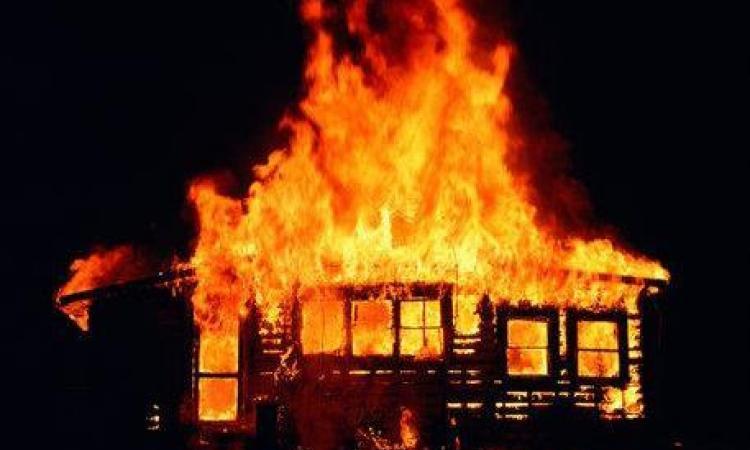 Смолянина госпитализировали в больницу после пожара