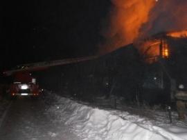 В городе Сафоново сгорело нежилое здание