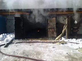 В Смоленске на Кловке загорелся гараж
