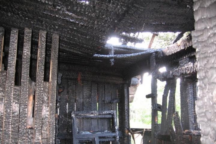 В райцентре Смоленской области в сгоревшем сарае нашли труп
