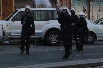 В Бахрейне при подрыве автобуса ранены пятеро полицейских