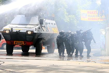 В правительственном здании в Индонезии произошел взрыв