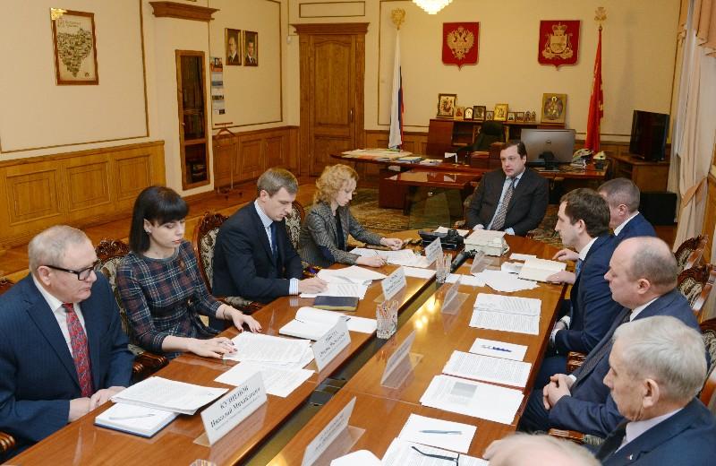 Губернатор Алексей Островский провел рабочее совещание