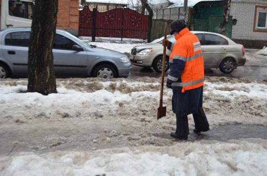 Глава Смоленска велел в кратчайшие сроки очистить тротуары от наледи и снега