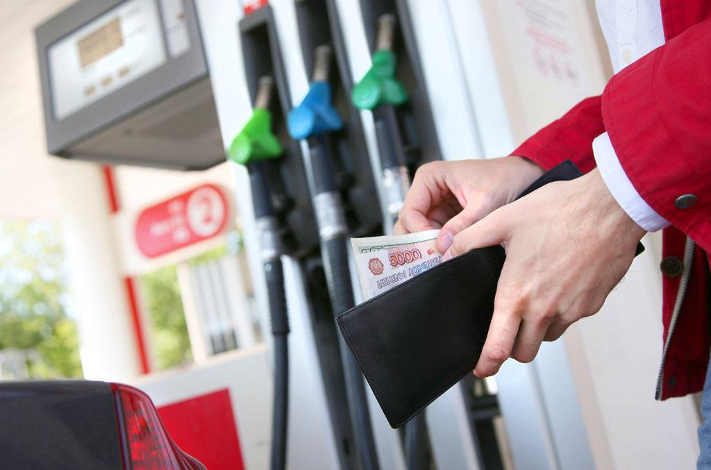 В Смоленской области подорожали бензин и дизельное топливо