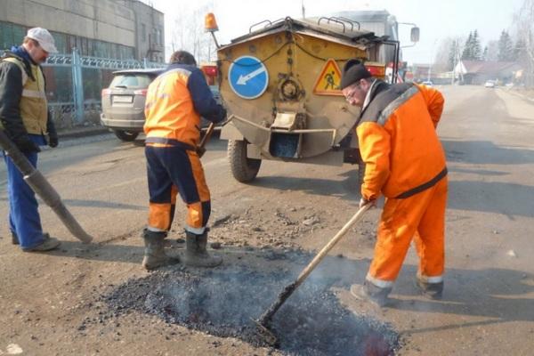 В Смоленске идет аварийный ямочный ремонт
