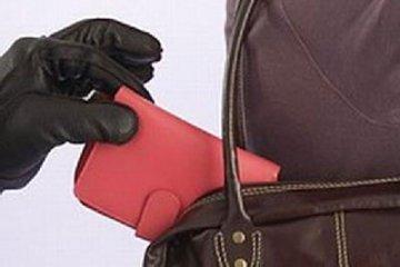 В Смоленске повар-стажер стащила кошелек у администратора ресторана