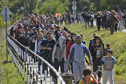 Двух венгерских полицейских оштрафовали из-за жестокого обращения с мигрантами