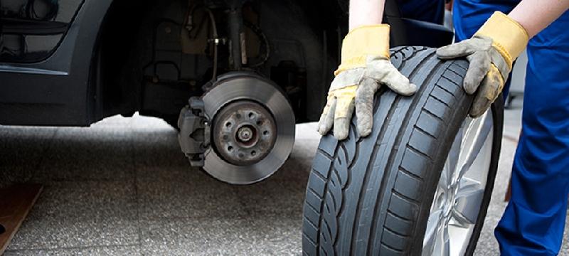 Глава Смоленска попросил водителей не торопиться со сменой резины