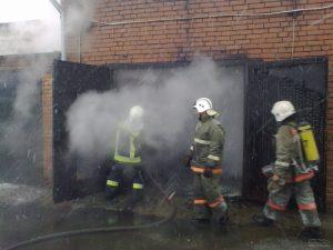 В Вязьме в гараже сгорела иномарка