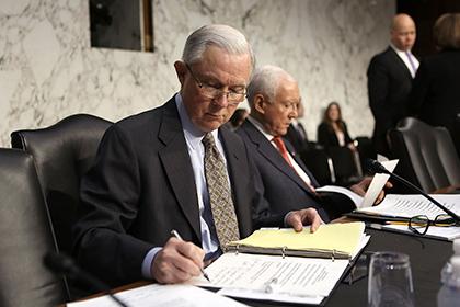 Демократы призвали генпрокурора США уйти в отставку из-за бесед с послом России