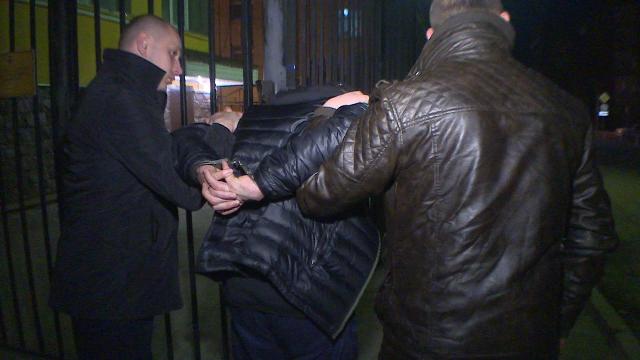 В Смоленском районе задержали белоруса, подозреваемого в серии краж денег в торговых павильонах