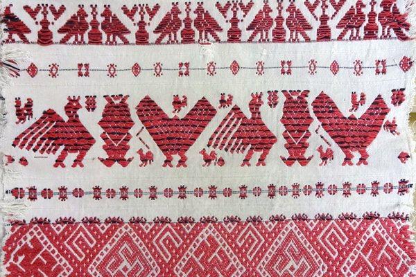В Смоленске открылась выставка полотенец с «животными» орнаментами