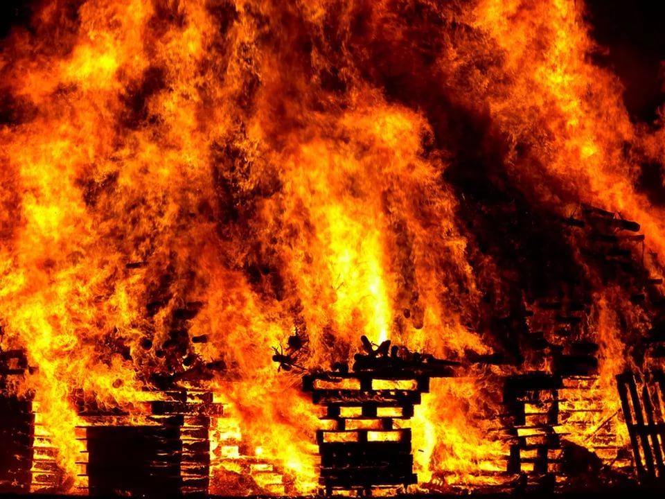 В Смоленской области горел недостроенный цех по производству железобетонных изделий