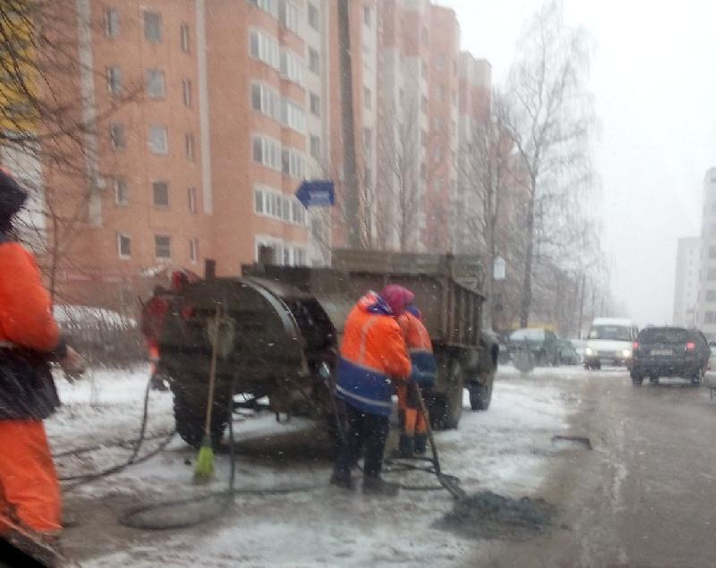 В мэрии Смоленска опровергли информацию об укладке асфальта во время снегопада