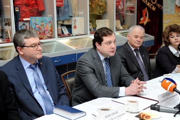 Губернатор Смоленской области встретился с волонтёрами