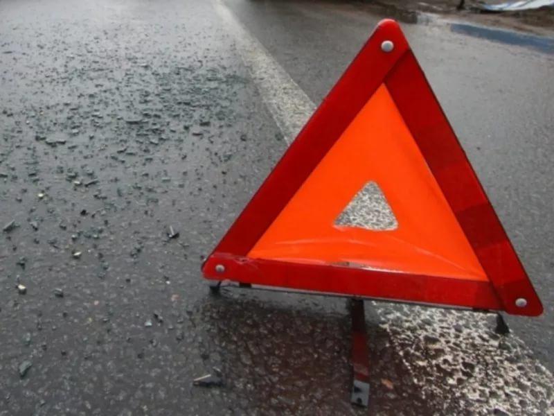 В Смоленском районе грузовик на встречной врезался в «Оку»