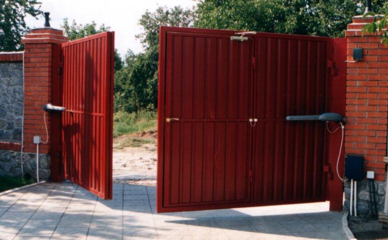 На каких распашных воротах остановить свой выбор?