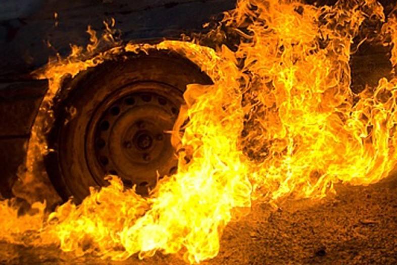 В Смоленском районе на трассе М1 загорелся микроавтобус