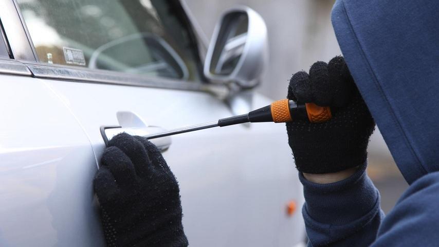 20-летний смолянин угнал машину и съехал в кювет
