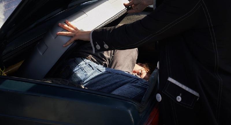 Гражданин Турции спрятался от смоленских пограничников в багажник