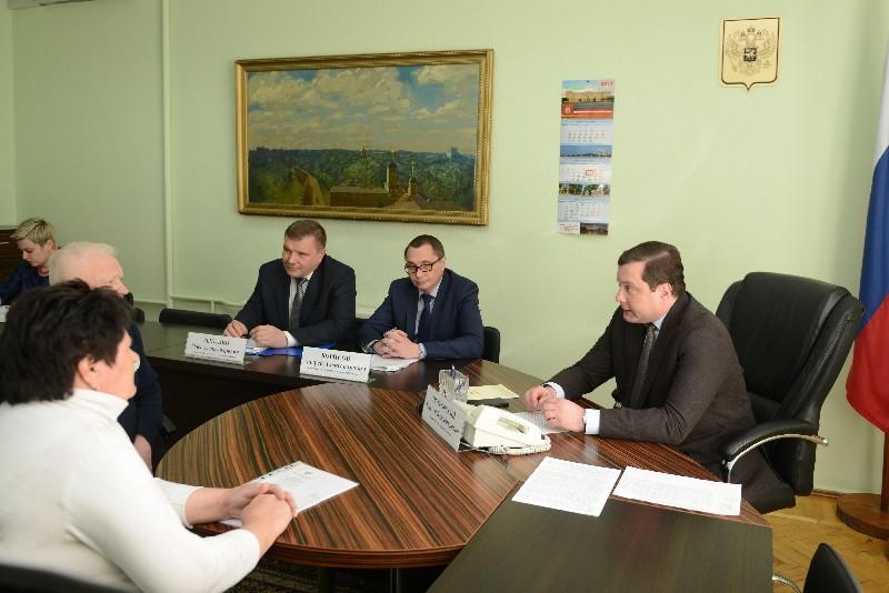 Смолянка попросила губернатора Алексея Островского помочь с ремонтом текущей крыши