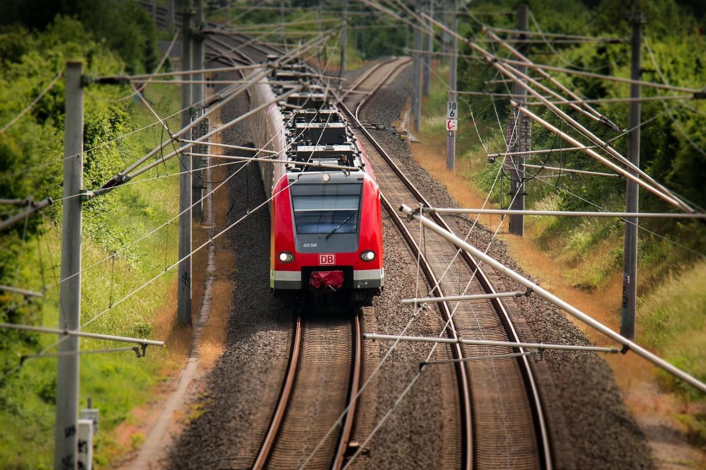 На майские праздники между Смоленском и Санкт-Петербургом будут ходить дополнительные поезда