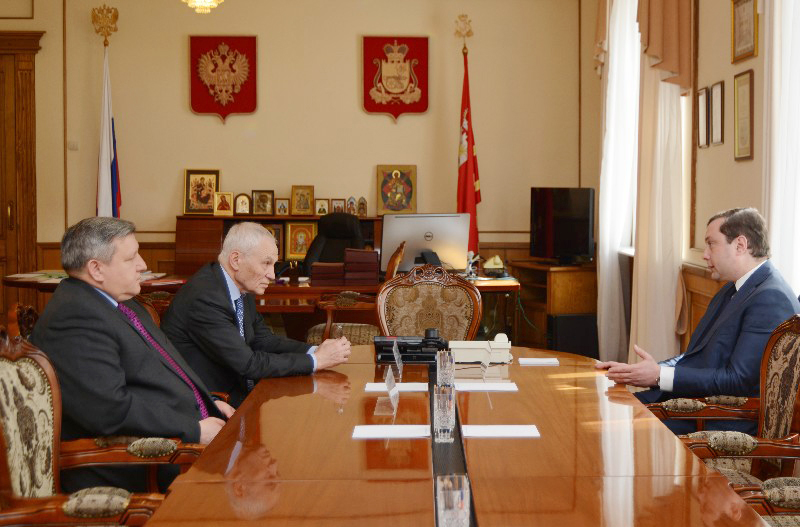 Губернатор Алексей Островский провел рабочую встречу с Григорием Рапотой и Николаем Овсиенко