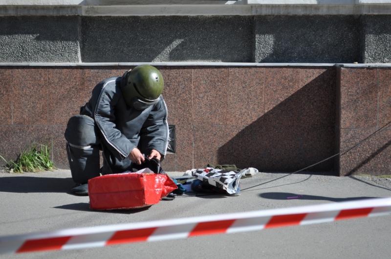 В Смоленске из-за подозрительного предмета оцепили кинотеатр «Современник»