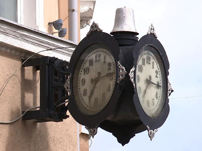 Смоляне просят главу города найти мастера для обслуживания часов на улице Большая Советская