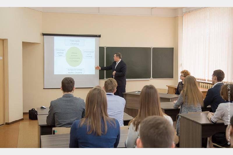 Глава Смоленска провел урок в школе