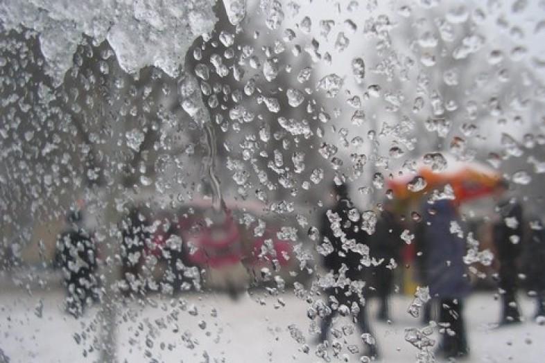 На Смоленскую область в субботу обрушатся дождь, мокрый снег и сильный ветер