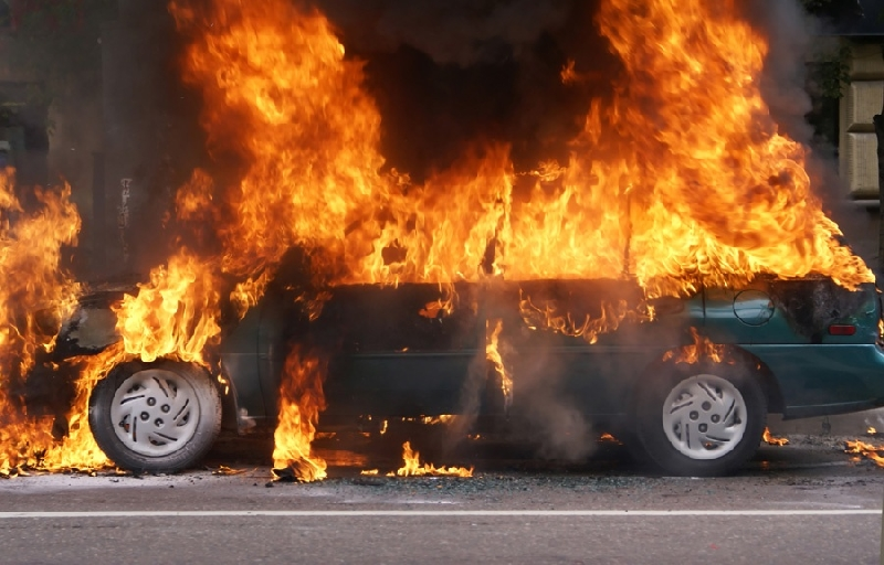 Пьяный смолянин сжег машину своего дяди