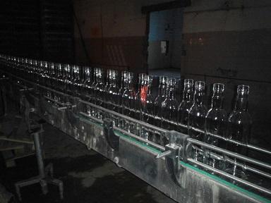 В Смоленске обнаружены 54 тысячи бутылок контрафактного алкоголя и подпольное производство