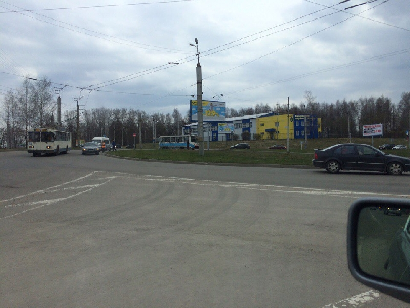 В Смоленске на улице Рыленкова парализовано движение трамваев
