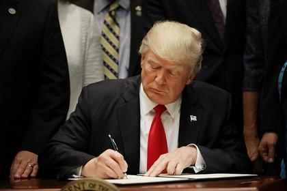 Трамп допустил расформирование суда за блокировку антииммигрантских указов