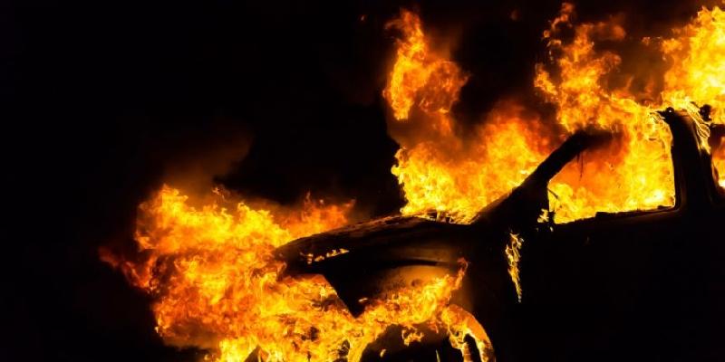 В Смоленске сгорела легковушка