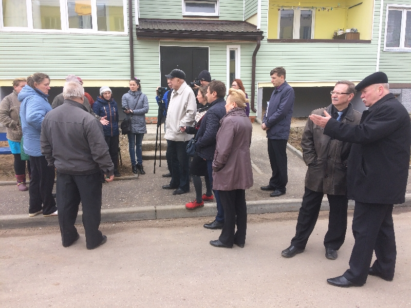 Смоленские активисты ОНФ добиваются проведения ремонта в доме для переселенцев из аварийного жилья