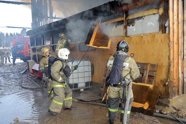 Молния подожгла дом в Смоленской области