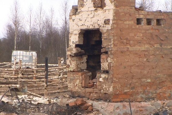 Смолянин «под мухой» сжёг собственный дом, поссорившись с арендатором жилья