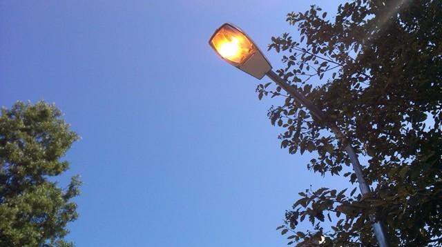 Чиновники пояснили, почему в Смоленске днем горят фонари