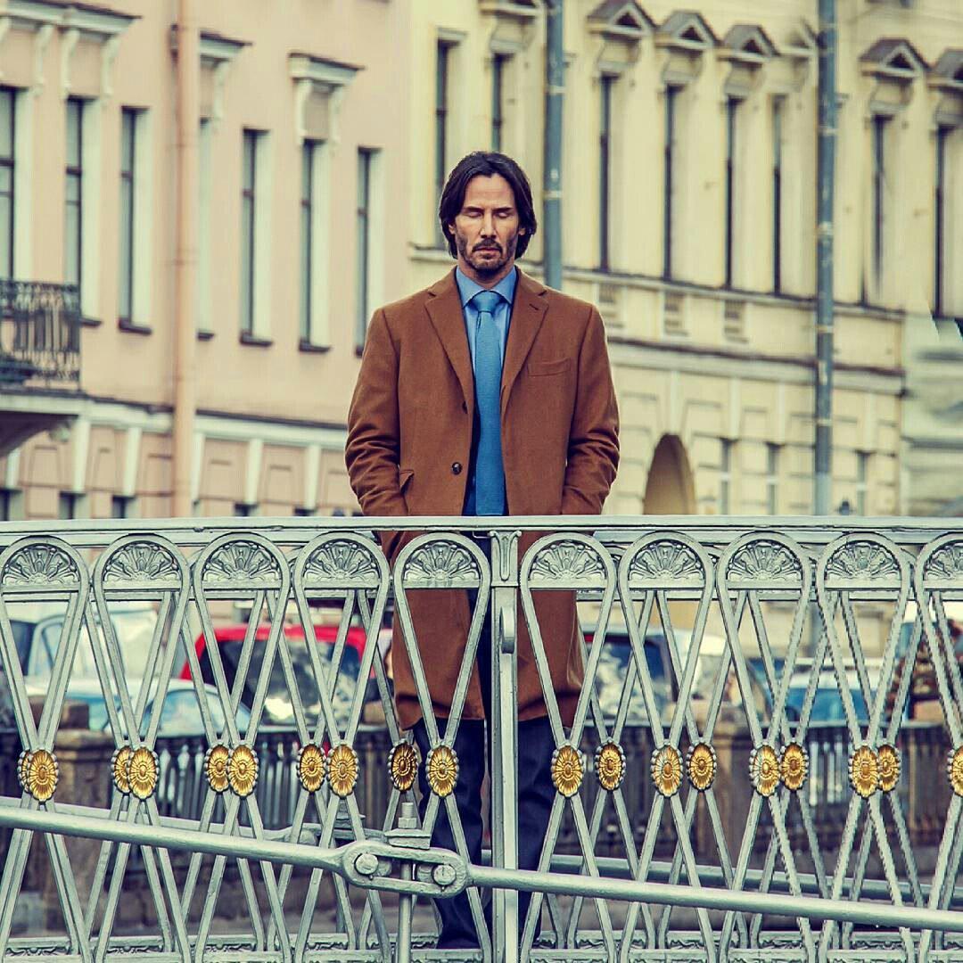 Фотопрогулки Киану Ривза по Петербургу превратились в мем
