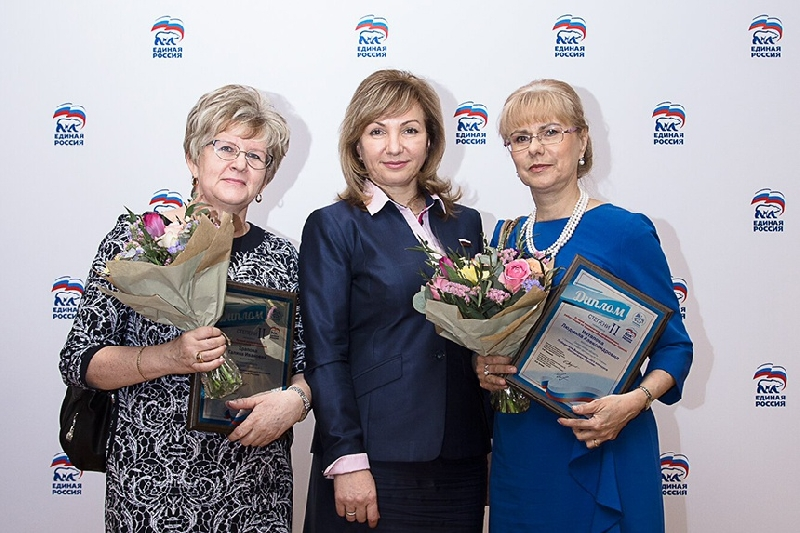Воспитательницу из Смоленска наградили в Госдуме