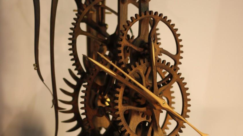 Механические напольные часы – показатель утонченного вкуса