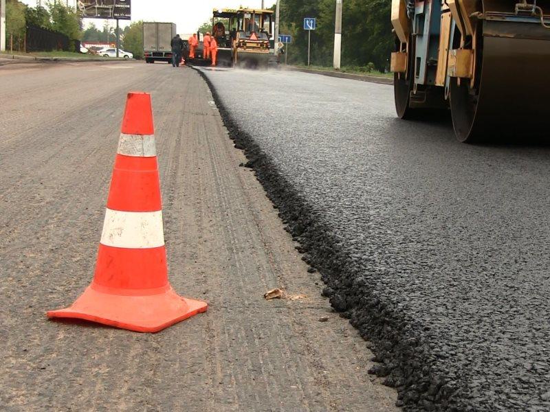 В Смоленске начали ремонтировать дорогу в Соловьиной роще